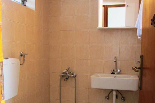 private-bathroom-rent-rooms-agia-pelagia-crete8208DAE6-6923-E0C1-8596-0ABF40768216.jpg